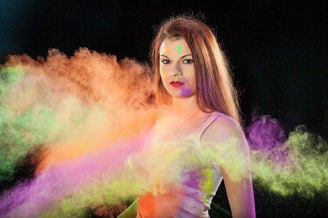 maquillage fluo et paillettes pour votre évènement